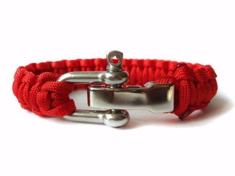 How To Tie A Paracord Bracelet