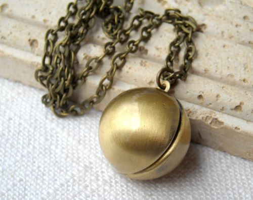 Locket Necklace Gold