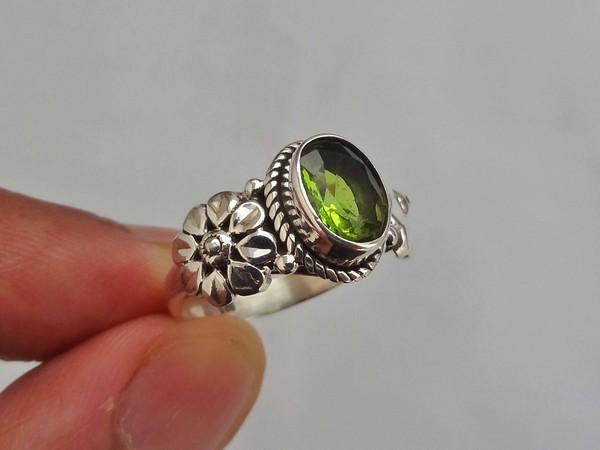 Peridot Rings Gold